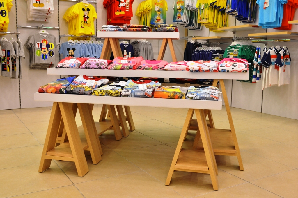 çocuk giyim masa raf sistemi
